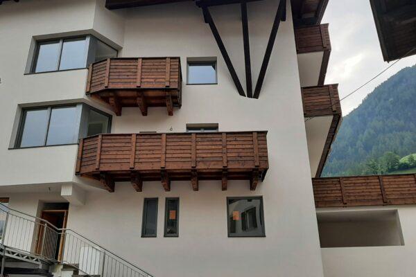 Theisseitlich Balkon1